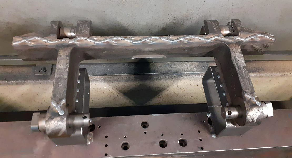 Welding to a large Cast Manganese drag chain