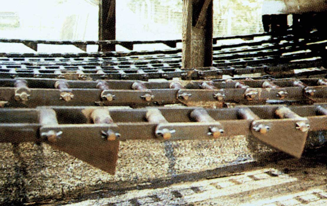 Combination Chains for Feed and Washing Tables